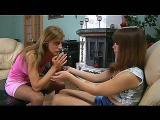 Jessica&Rosa lesbian pantyhosers in action