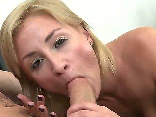 Flamboyant blonde slut Lexi Swallow gives Peter North b...