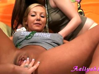 Aaliyah Love got finger-bang in all girls party