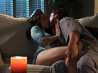 Gracie Glam lets man insert his schlong in her mouth