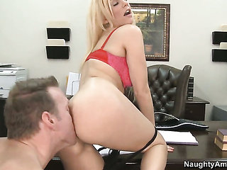 Mark Wood seduces Mariah Madysinn into fucking