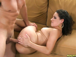 Brunette with bubbly bottom and smooth pussy sucks lik...