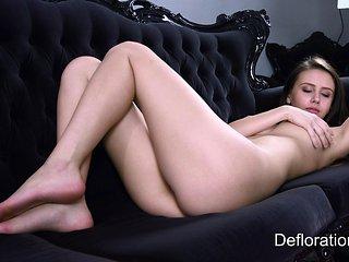 Jessica shows her beautiful body