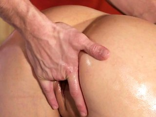 Juicy ass naked blonde bangs masseur