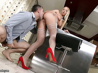 Blonde Kiara Lord gets penetrated in her hole