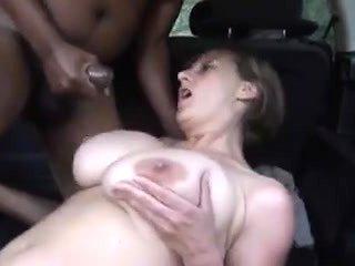 Big titted slut get fucked in a car