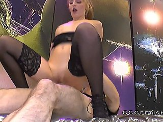 German Chick Gives Cumswallowing Sexy