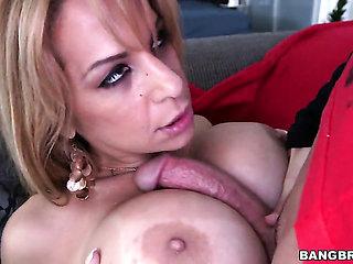 Blonde Alyssa Lynn with phat booty satisfies dudes sexu...