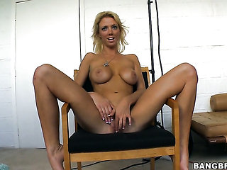 Sydney with bubbly bottom has great cock stroking exper...