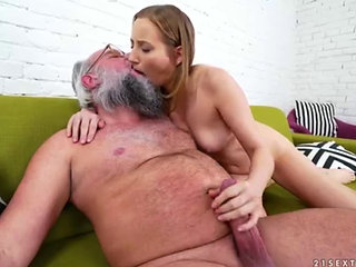 Kiki Cyrus Getting Fucked By An Old Man