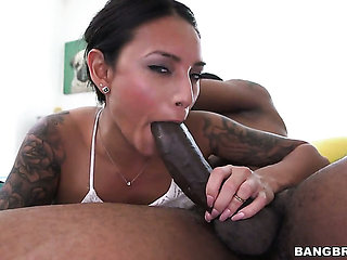Brunette sexy with juicy booty does it with a dude she ...