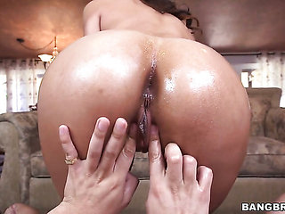 Brunette with phat butt makes a dirty dream of never-en...