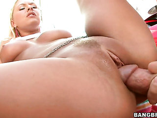 Blonde goddess Riley Evans with big bottom feels intens...