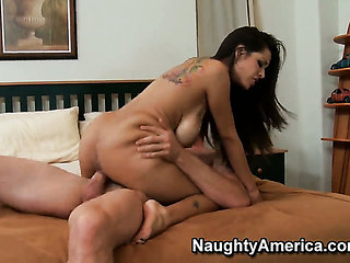 Jordan Ash attacks mouth-watering Yurizan BeltranS bush...
