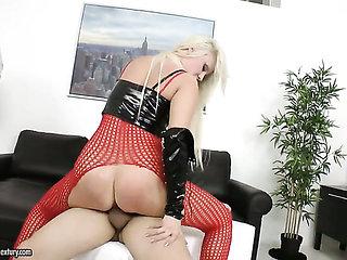 Blonde satisfies her sexual desires with dudes erect me...