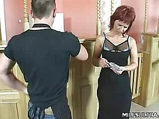 MILF Cindy Showing off Her Pussy
