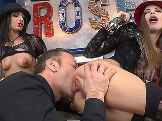 Avril Sun and Rocco Siffredi are having fun shoveling a...