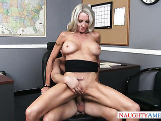 Seth Gamble loves naughty Emma StarrS dripping wet muff...