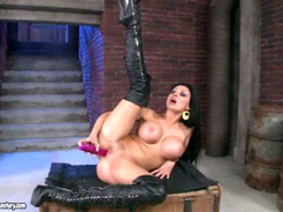 Aletta Ocean sexy bomb babe dildoing her cunt