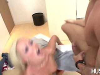 Scorching babe blonde, indoor, shaved gets her mouth re...