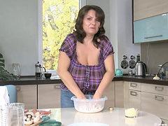 Milena Velba (pizza) 1080p