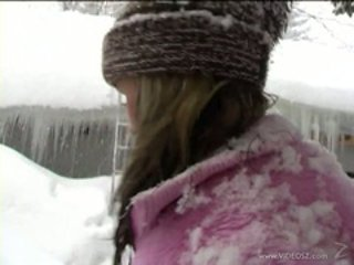 Belicia finger jobbing with girlfriend in the cold snow