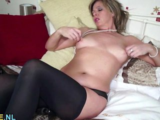 Amateur Mature Using A Magic Wand To Pleasure Herself