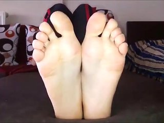 Dora moves her sexy (size 39) feet