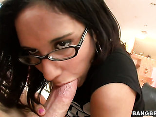 Brunette Tia Cyrus with phat bottom is a tugjob pro and...