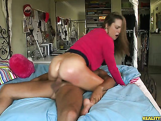 Brunette Shyla Jameson is totally addicted to cock suc...