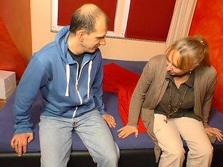 XXX OMAS - Mollige Blonde Oma Claudia W. Lasst Sich Von...
