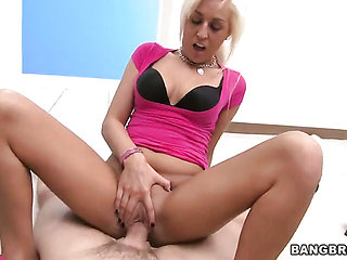 Blonde Brooklyn Dayne gets the pleasure from pussy fuc...