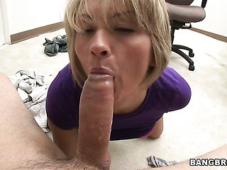 Blonde with phat ass gets her cunt stretched by guys ro...