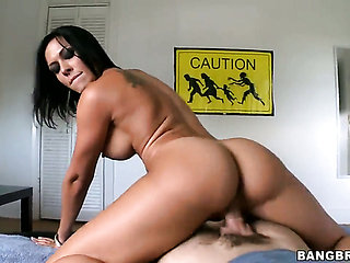 Brunette chachita Rachel Starr looks for a chance to g...