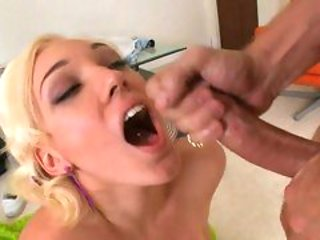 Sultry blondie Lily Luvs opens her mouth and receives a...