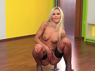Enjoy wild private dance by delicious steamy blonde bom...