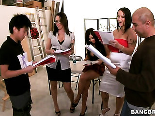 Brunette Carmella Bing gets her muff pie touched by Bev...